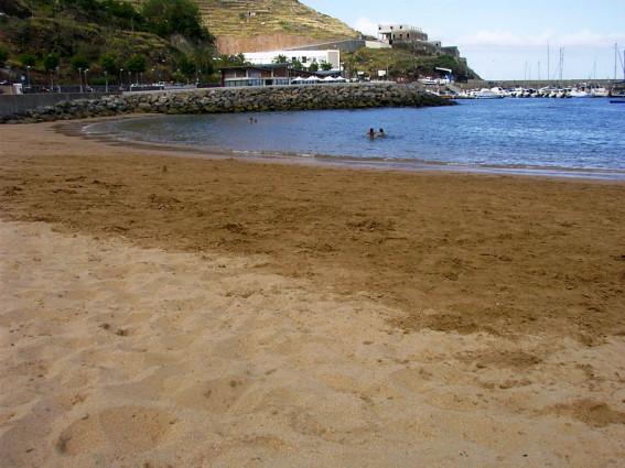 plage de sable á Machico
